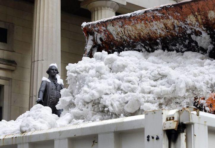 La capa de nieve en Washington tuvo una altura máxima de un metro. (AP)