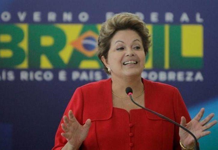 Dilma Rousseff anunció en Twitter su intención de crear un Outlook brasileño. (Internet/Archivo)