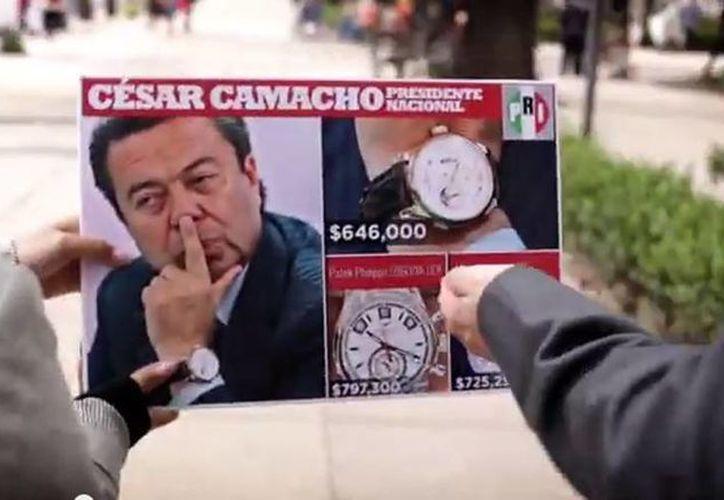 En el promocional se cuestiona el uso de relojes de lujo por parte del líder priista César Camacho Quiroz. (YouTube)
