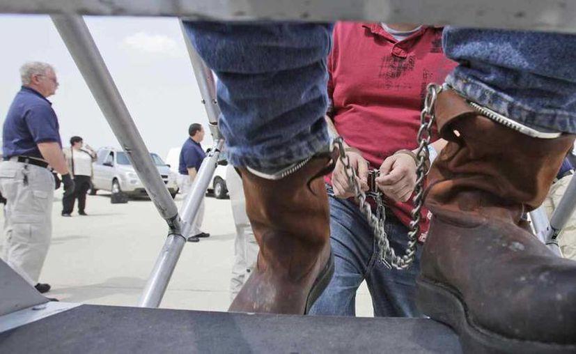 Entre los años fiscales de 2009 y 2014, periodo gobernado por Obama, los EU enviaron a México a 793 mil 108 paisanos que cometieron algún tipo de crimen. (Archivo/AP)