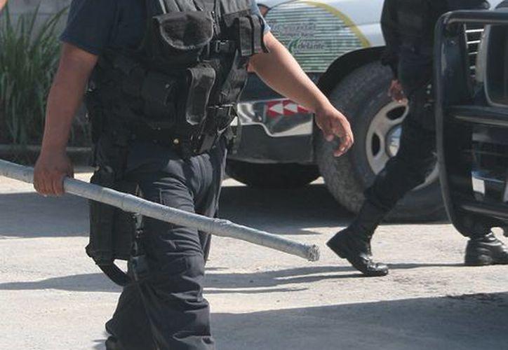 Señalan uso indebido de la fuerza de los policías. (Julián Miranda/SIPSE)