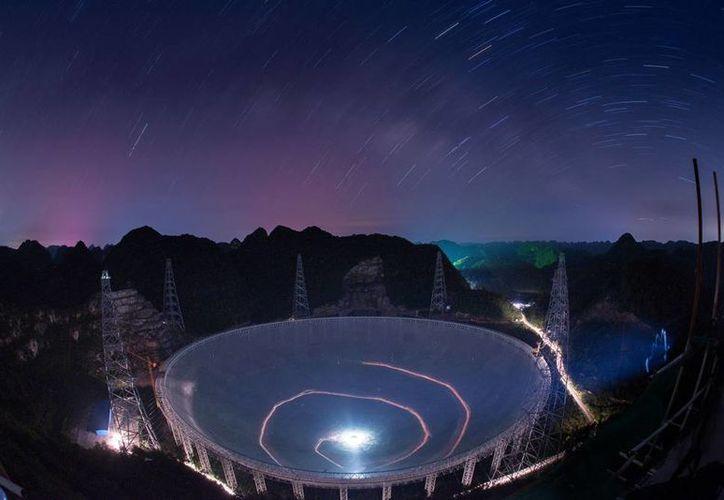 Los científicos está preocupados porque telescopios como el que se construye en China (foto) desplazarán al más enigmático y útil de la actualidad: el Observatorio de Arecibo, en Puerto Rico. (AP)