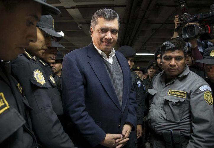 Gustavo Martínez, yerno del Presidente de Guatemala, fue presentado ante la Corte, en la ciudad de Guatemala. Está acusado de tráfico de influencias, asociación ilícita y cohecho. (Foto: AP)