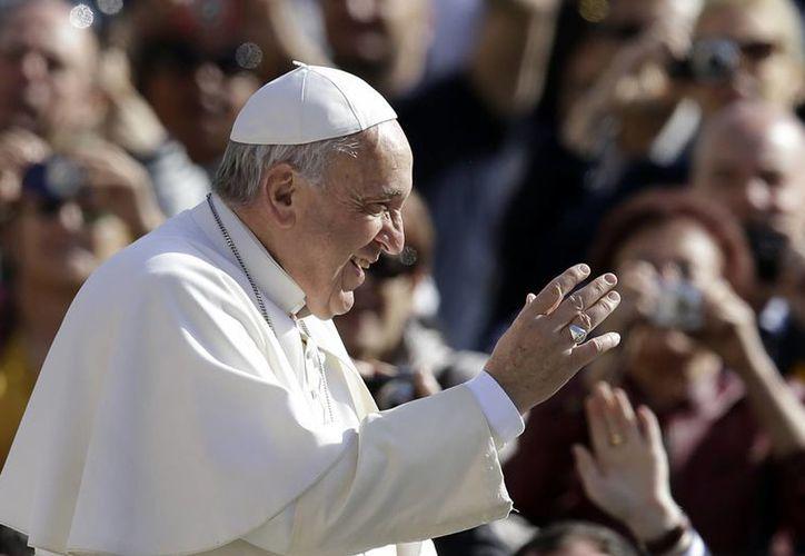 Papa Francisco al llegar a la Plaza de San Pedro. (Agencias)