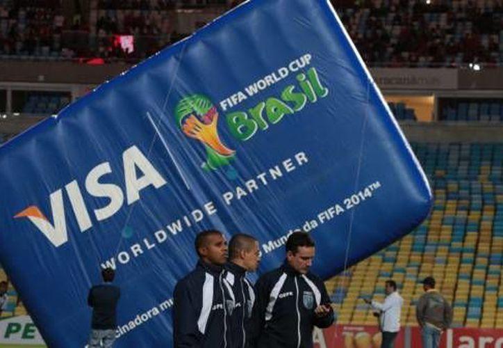 Visa, uno de los más importantes patrocinadores de la FIFA, que creo lazos con el organismo desde 2007, afirmó que tras las situaciones de corrupción en el organismo futbolístico evaluarán su patrocinio. (Archivo lequipe.fr)