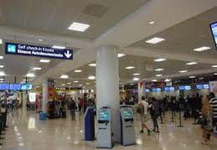 Dos vuelos semanales de Bruselas aterrizan en el aeropuerto de Cancún. (Redacción/SIPSE)
