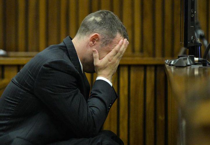 La fiscalía acusa a Oscar Pistorius de asesinar a su pareja con premeditación. (AP)