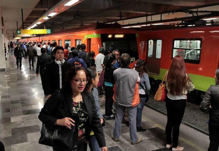 La Policía Bancaria e Industrial de la Ciudad de México realizó revisiones aleatorias al interior de varias líneas del Metro. (Archivo/Notimex)