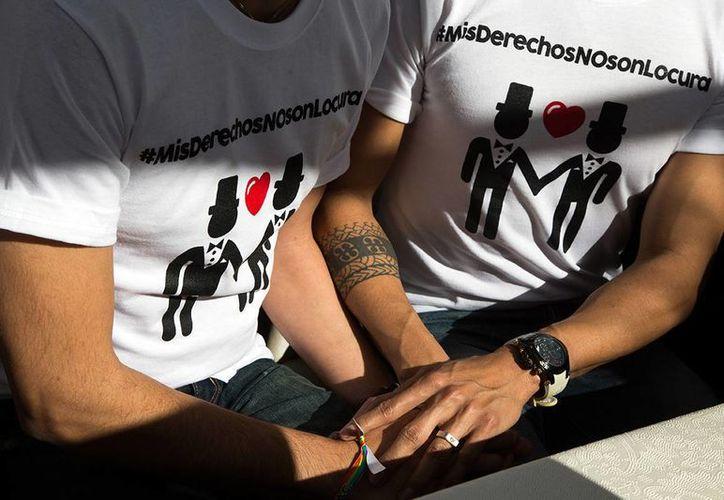 Conapred asegura que excluir a las familias que no reproducen el modelo tradicional mediante expresiones que incitan al odio vulnera los derechos humanos 'de todas las personas'. (AP/Alex Cossio)