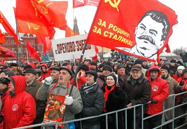 Cientos de simpatizantes de Stalin en la emblemática Plaza Roja de Moscú. (Agencias)