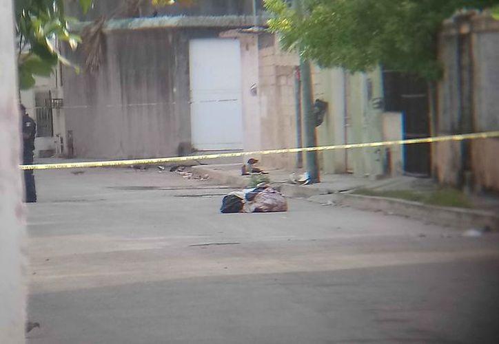 Los cuerpos fueron trasladados al Semefo, y esperan que sean identificados. (Redacción/SIPSE)