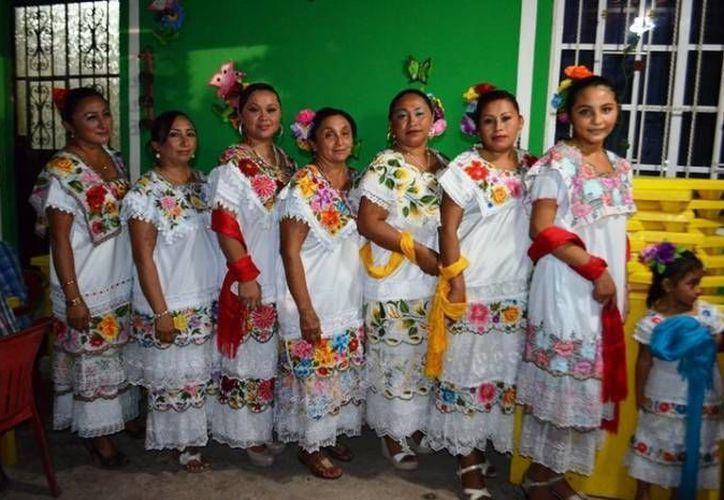 Mujeres de los poblados circunvecinos asistieron al evento. (Cortesía/SIPSE)