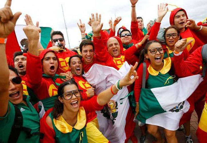 La Chilindrina, El Chavo y El Chapulín Colorado se pasean por cientos en el mundial de futbol, en Brasil. (Agencias)