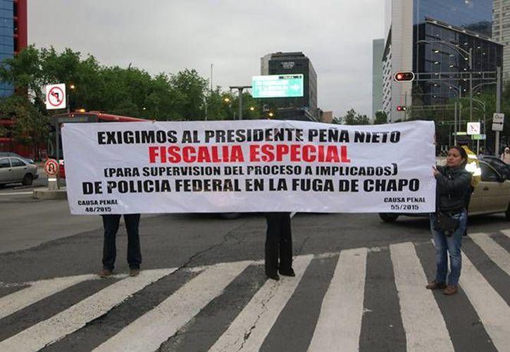 Los familiares de los procesados realizaron una protesta en Paseo de la Reforma.  (excelsior.com.mx)