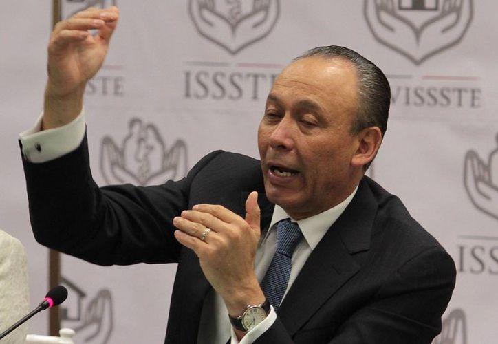 El vocal Ejecutivo del Fovissste, José Reyes Baeza Terrazas, encabezó la conferencia de prensa donde dio a conjocer detalles del segundo crédito hipotecario, en la ciudad de México.(Notimex)