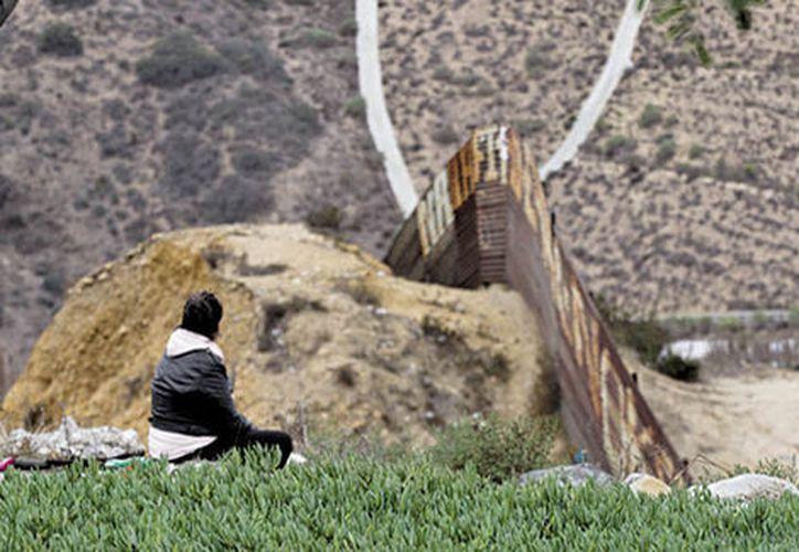 Las empresas interesadas en construir el muro entre México y Estados Undios deberán presentar sus prototipos en un mes. (Milenio.com)