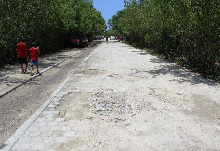 El acceso a la playa de Punta Esmeralda no será remodelado con recursos de esta administración municipal. (Octavio Martínez/SIPSE)