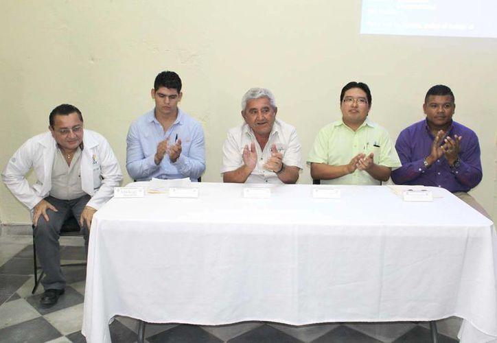 Autoridades municipales dieron a conocer la jornada de descacharrización en el puerto, que se llevará a cabo el próximo martes 29. (Milenio Novedades)