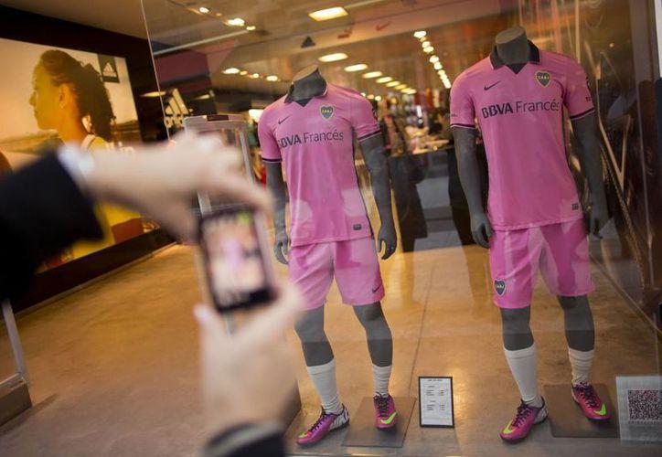 La camiseta que ha causado polémica en un aparador de Buenos Aires. (Agencias)