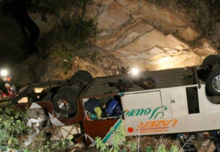 La noche de este miércoles se registró un accidente carretero, en el cual un camión de pasajeros cayó a un barranco en las inmediaciones del poblado de Santa Teresa. (launion.com.mx)
