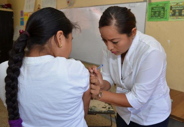 Este año se pretende aplicar una cantidad similar de vacunas contra el Virus del Papiloma Humano. (Joel Zamora/SIPSE)
