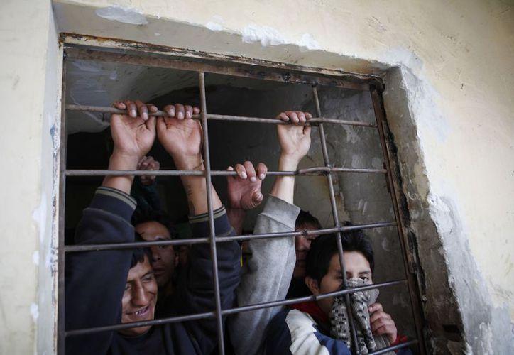 En la cárcel de San Pedro los reos pidieron que se les indulte. (Agencias)