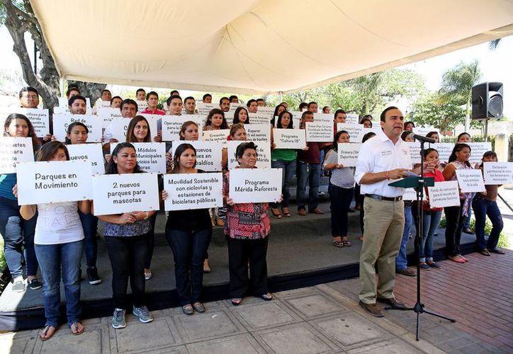Este domingo Nerio Torres Arcila presentó seis nuevos compromisos. (SIPSE)