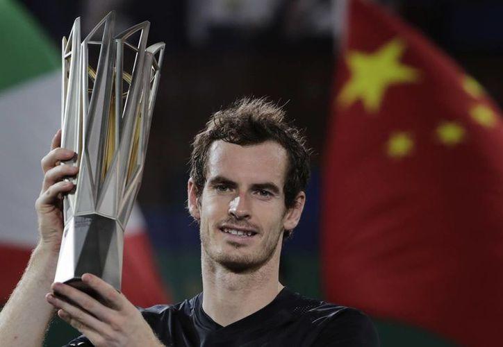 Con el triunfo de este domingo, Andy Murray se pone cerca de desbancar a Novak Djokovic del primer lugar de la ATP. (Andy Wong/AP)