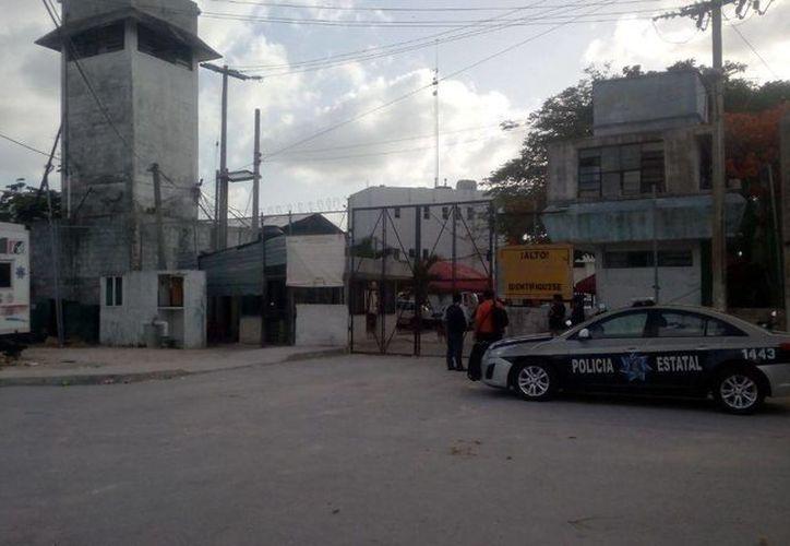 La Secretaría estatal de Seguridad Pública investiga quiénes fueron responsables de la fuga de dos reos de la cárcel de Cancún. (Éric Galindo/SIPSE)