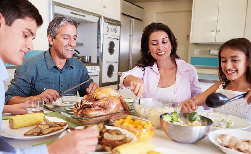 Estudio reveló que podría traer grandes beneficios que la última comida del día sea en la tarde para reducir los antojos y mejorar la salud. (Foto: Contexto)