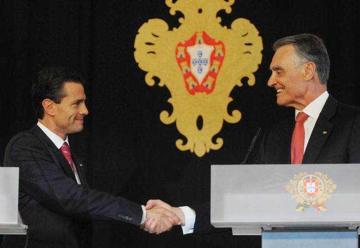 Peña Nieto indicó al presidente portugués Aníbal Cavaco Silva que México busca reforzar los nexos con su país. (Notimex)