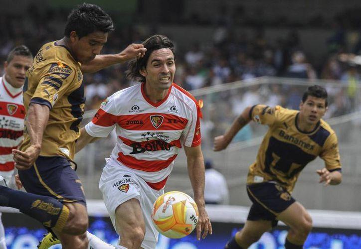 En el encuentro con Chiapas fue más que evidente que el cuadro universitario, aunque dominó el partido, carece de alguien que termine y remate en gol sus jugadas. (Notimex)