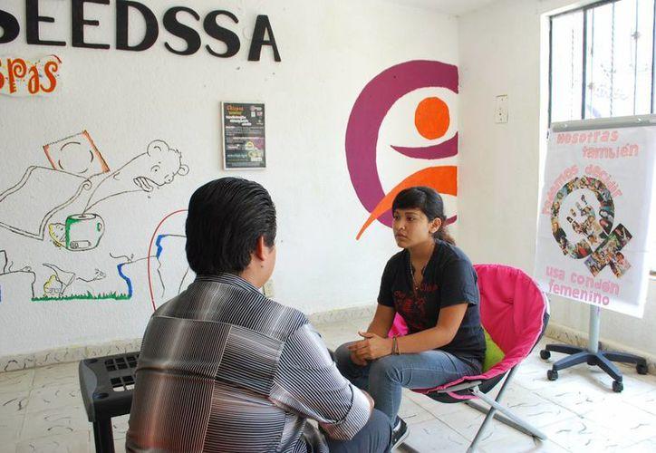 Jóvenes demuestran su interés y participación en los temas de educación sexual. (Redacción/SIPSE)