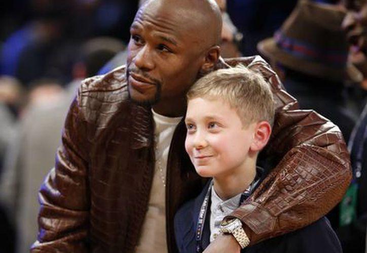 'Money' Mayweather estuvo presente en el Juego de las Estrellas de la NBA. (Foto: AP)