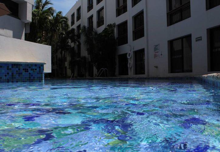 La capital del estado tiene 10 piscinas, así como diferentes balnearios en el municipio. (Ángel Castilla/SIPSE)
