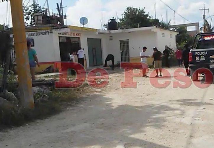 Al lugar llegaron paramédicos de la Cruz Roja Mexicana, además de elementos de Seguridad Pública quienes mantienen acordonada la zona. (SIPSE)