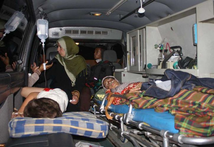 Los sobrevivientes dijeron que cerca de 100 personas viajaban en la embarcación. (Agencias)