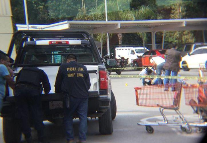 La ejecución se registró en el estacionamiento de la tienda Chedraui. (Redacción)