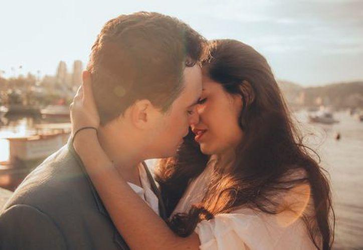 Antes de besar a tu pareja asegúrate que sus encías no estén sangrando. (Milenio)