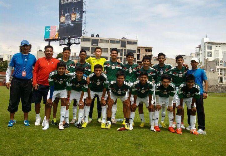 El equipo del Colegio Valladolid que representa a Quintana Roo en la Copa Coca Cola pasa a la final. (Fracisco Gálvez/SIPSE)
