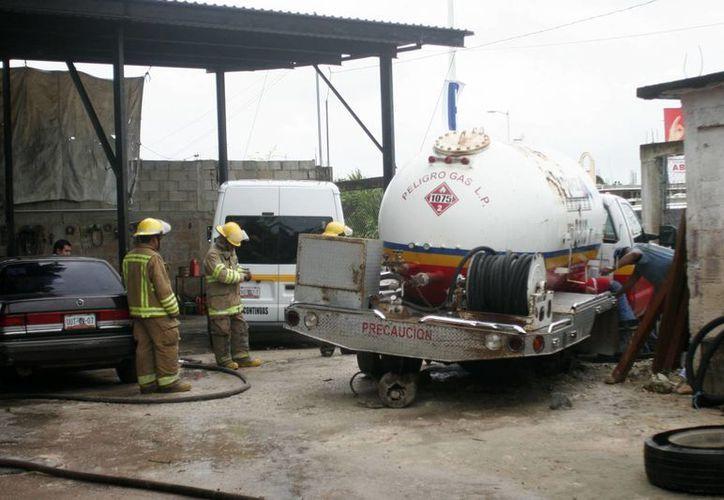 El taller recibió el camión cisterna con carga de gas. (Harold Alcocer/SIPSE)