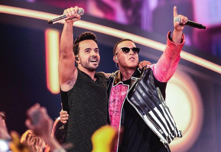 Los intérpretes de 'Despacito' enloquecieron al público de los Billboard de la Música Latina 2017. (@LatinBillboards )