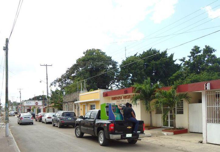 Los policías hicieron el decomiso en el mercado y en las calles 48 y 47. (SIPSE)