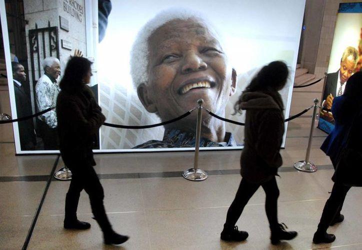 Mandela tiene un historial de problemas pulmonares que se remontan al tiempo en el que estuvo recluido en el campo de prisioneros de la isla Robben. (Agencias)