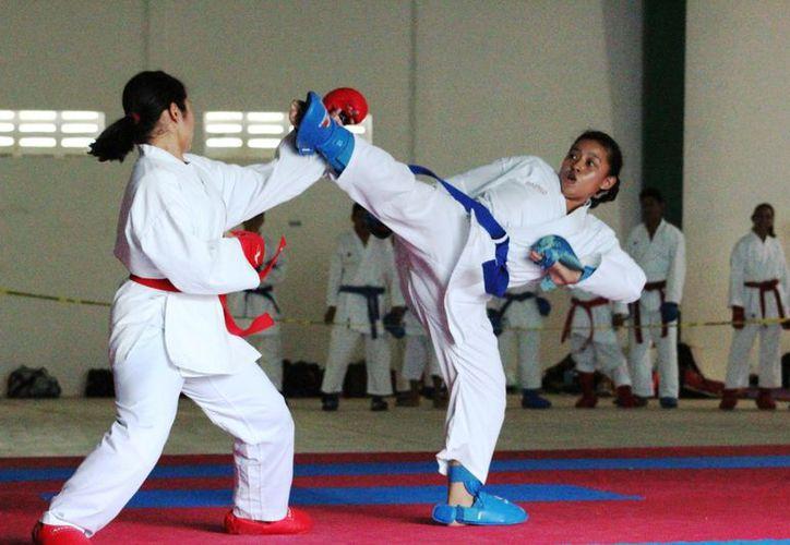 Los karatecas de  la Asociación Jaguares IDAR, participaron en la Universiada Estatal 2018. (Foto: Raúl Caballero)