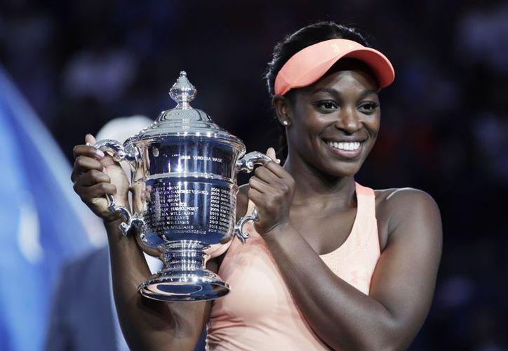 Stephens recibió el primer título del torneo. (Foto: Yahoo Deportes).