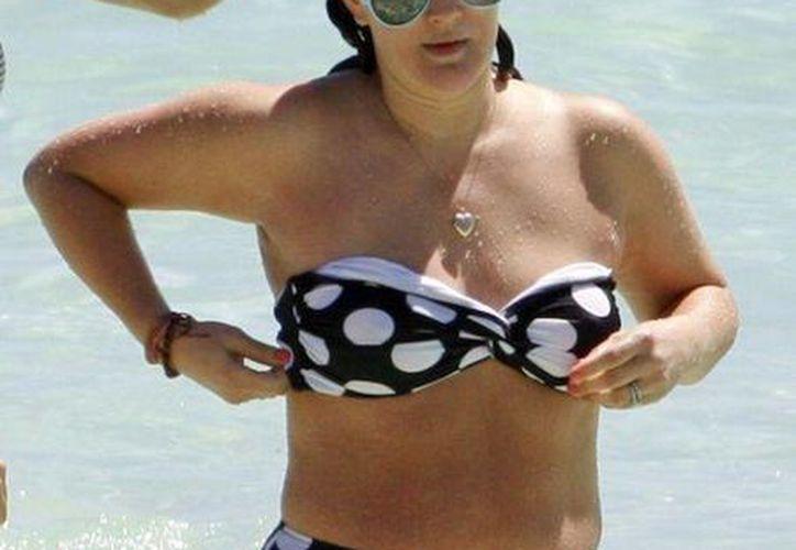 A cinco meses de estrenarse como mamá, la actriz Drew Barrymore, se relajó en las playas de Tulum, luciendo un traje de baño discreto para ocultar los estragos del embarazo. (Grosby Group)