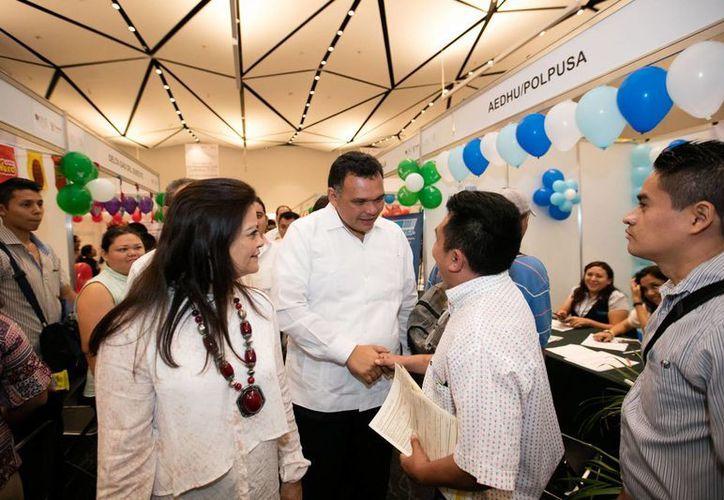 Más de mil 450 vacantes para jóvenes de 18 a 29 años, en feria de ocupación. Al evento asistió el Gobernador. (Foto cortesía del Gobierno)