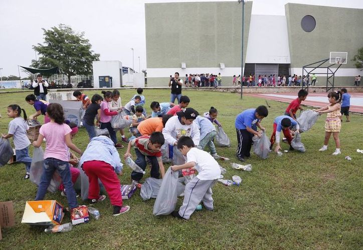 Entre otras actividades, los niños aprenden reciclaje. (Cortesía)