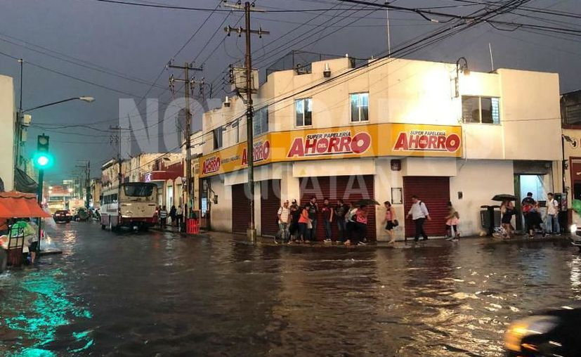 Las calles del primer cuadro de la ciudad quedaron anegadas. (Novedades Yucatán)